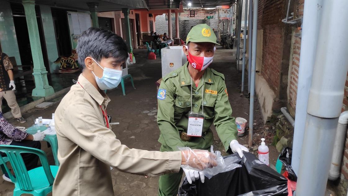 Penanganan Limbah APD Pilkada 2020 di Rembang