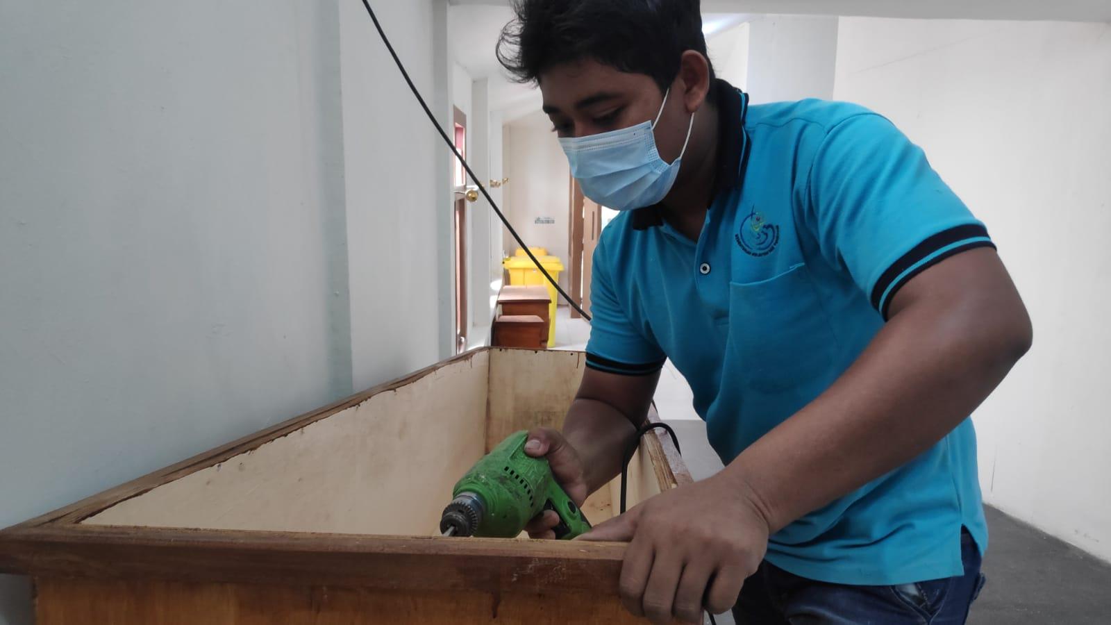 Cerita Dibalik Pembuatan Peti Jenazah Khusus Covid-19 di Rembang