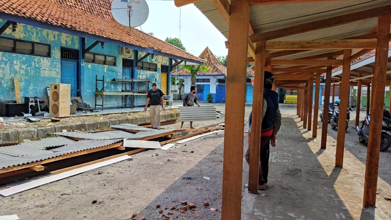 Belum Ditempati, Sebagian Los Relokasi Pedagang Depan Masjid Lasem Ambruk