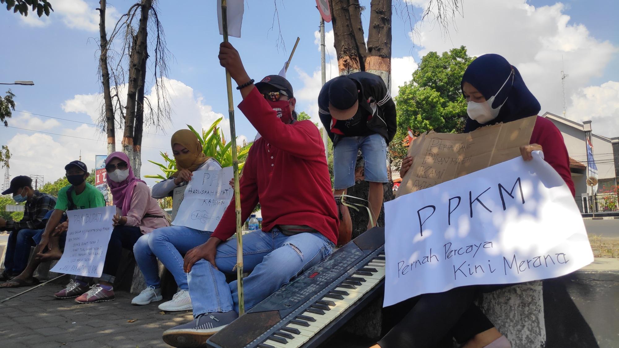 Klarifikasi Tuduhan Pekerja Seni Rembang Ditolak Masuk Kantor Bupati